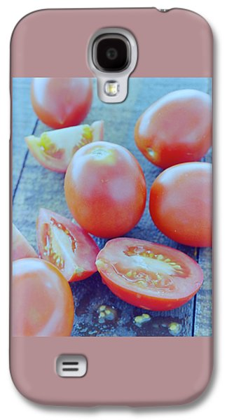 Plum Tomatoes On A Wooden Board Galaxy S4 Case by Romulo Yanes