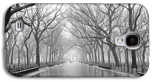 Galaxy S4 Case featuring the photograph New York City - Poets Walk Central Park by Dave Beckerman