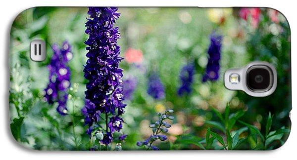 Purple In The Garden Galaxy S4 Case by Linda Unger