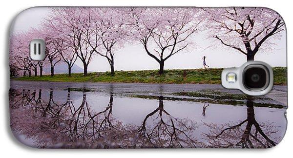 Cherry Blossoms Galaxy S4 Case - Rain Of Spring by Kouji Tomihisa