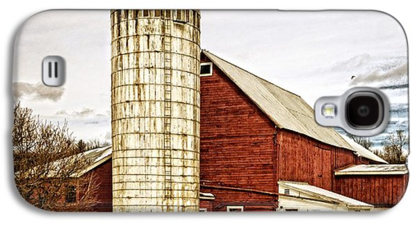 Red Barn And Silo Vermont Galaxy S4 Case by Edward Fielding