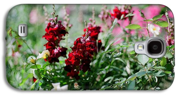 Red Flowers On Film Galaxy S4 Case by Linda Unger