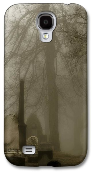 A Graveyard Seeped In Fog Galaxy S4 Case