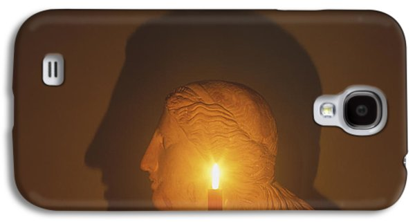 Shadow Of A Bust In Candle Light Galaxy S4 Case by Dave King / Dorling Kindersley / Science Museum, London