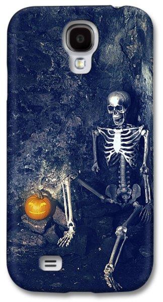 Skeleton With Jack O Lantern Galaxy S4 Case by Amanda Elwell