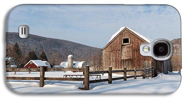 Snowy New England Barns Galaxy S4 Case