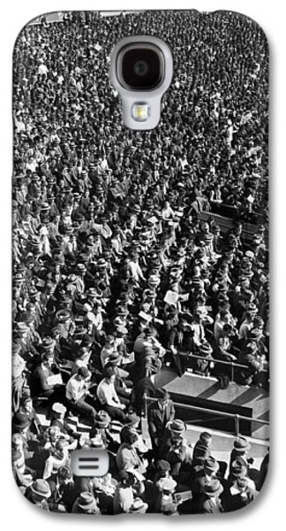 Baseball Fans At Yankee Stadium In New York   Galaxy S4 Case by Underwood Archives