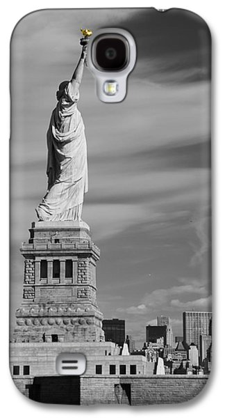Statue Of Liberty And The Freedom Tower Galaxy S4 Case by Dan Sproul