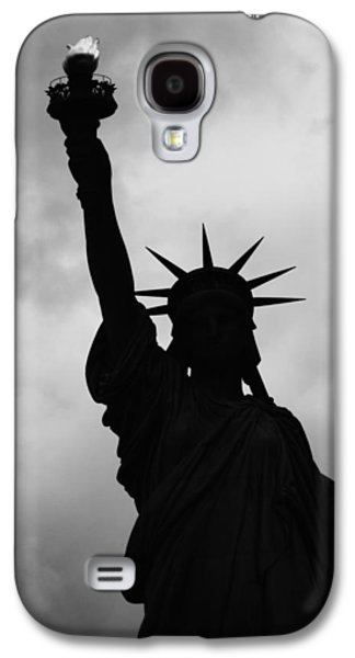 Galaxy S4 Case featuring the photograph Statue Of Liberty Silhouette by Dave Beckerman