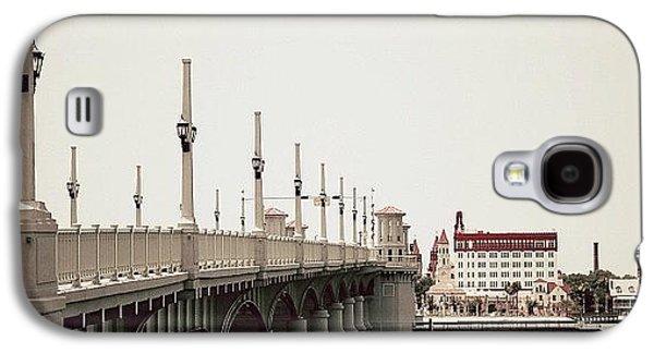 Iger Galaxy S4 Case - Sunday By The Bridge - Fl by Joel Lopez