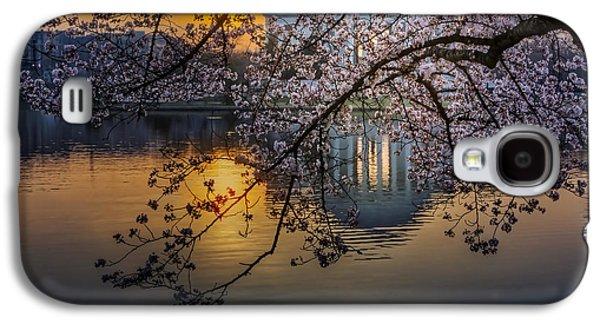 Jefferson Memorial Galaxy S4 Case - Sunrise At The Thomas Jefferson Memorial by Susan Candelario