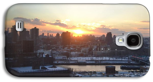 Sunset Over Harlem Galaxy S4 Case by Robert Daniels