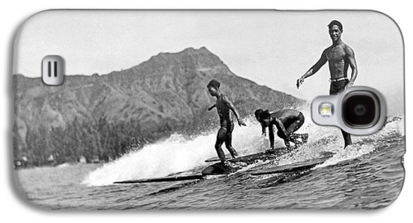 Surfing In Honolulu Galaxy S4 Case by Underwood Archives