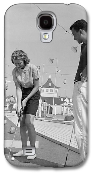 Teenage Couple Playing Miniature Golf Galaxy S4 Case