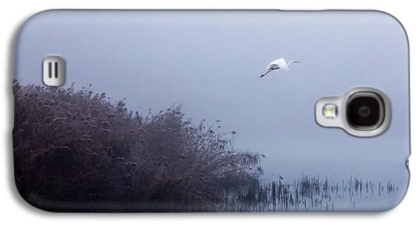 Egret Galaxy S4 Case - The Flight Of The Egret by Fran?ois Le Rolland