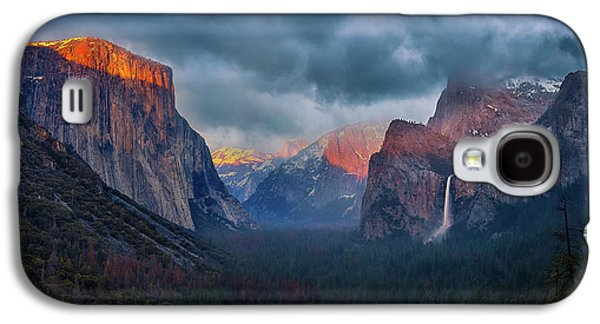 Yosemite National Park Galaxy S4 Case - The Yin And Yang Of Yosemite by Michael Zheng