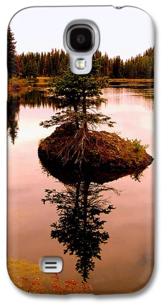 Tiny Island Galaxy S4 Case by Karen Shackles
