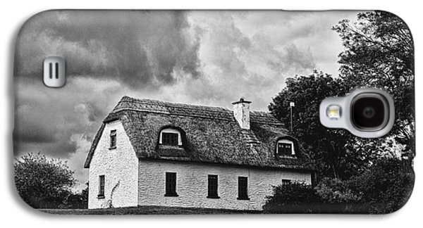 Traditional Irish Cottage Galaxy S4 Case by Gabriela Insuratelu