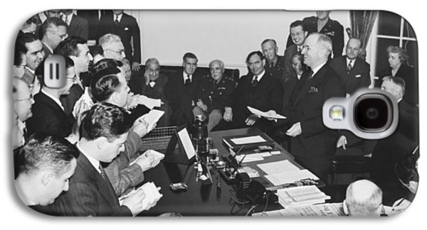 Truman Announces V-e Day Galaxy S4 Case by Underwood Archives