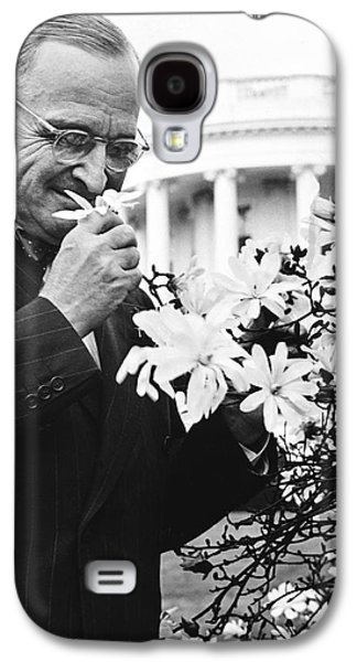 Truman Smells A Flower Galaxy S4 Case by Underwood Archives