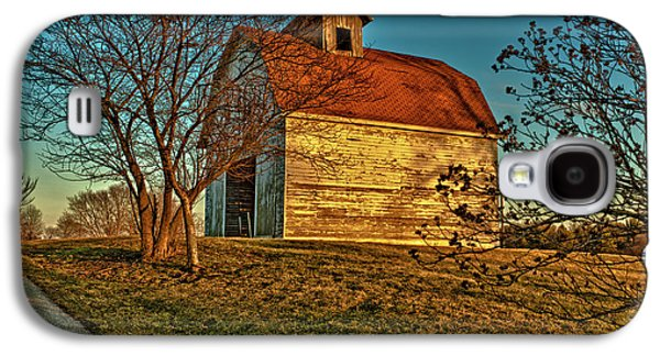 Usa, Indiana, Rural Scene Of Red-roofed Galaxy S4 Case by Rona Schwarz