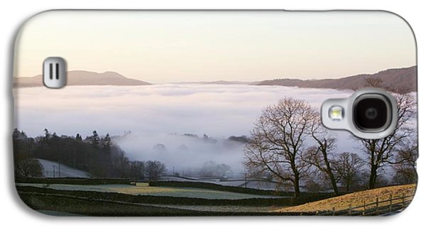 Valley Mist Over Windermere At Dawn Galaxy S4 Case