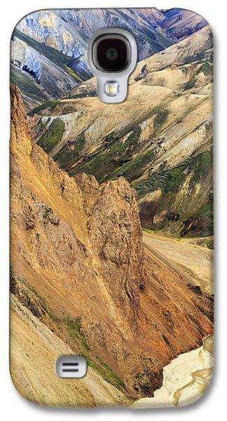 Valley Through Rhyolite Mountains Galaxy S4 Case by Mart Smit
