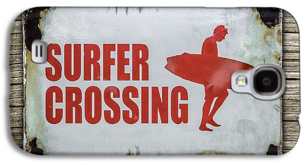 Vintage Surfer Crossing Sign On Wood Galaxy S4 Case by Mr Doomits
