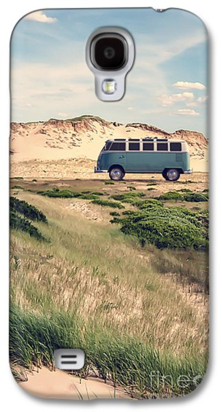 Vw Surfer Bus Out In The Sand Dunes Galaxy S4 Case by Edward Fielding