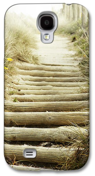 Walkway To Beach Galaxy S4 Case by Les Cunliffe