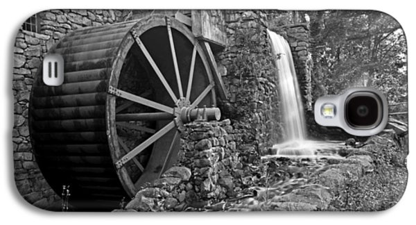 Wayside Inn Grist Mill Black And White Galaxy S4 Case by Toby McGuire