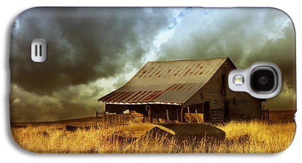 Weathered Barn  Stormy Sky Galaxy S4 Case
