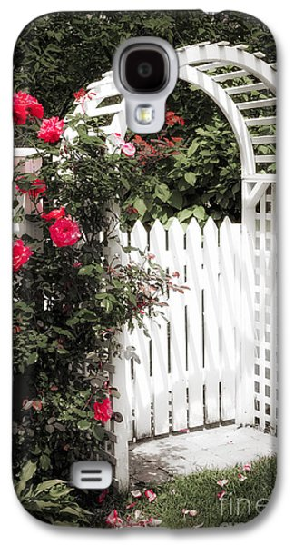White Arbor With Red Roses Galaxy S4 Case by Elena Elisseeva