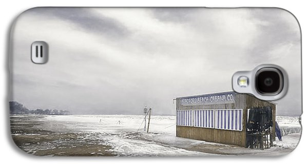 Lake Michigan Galaxy S4 Case - Winter At The Cabana by Scott Norris