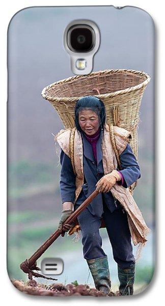 Woman Farm Worker Harvesting Potatoes Galaxy S4 Case by Tony Camacho