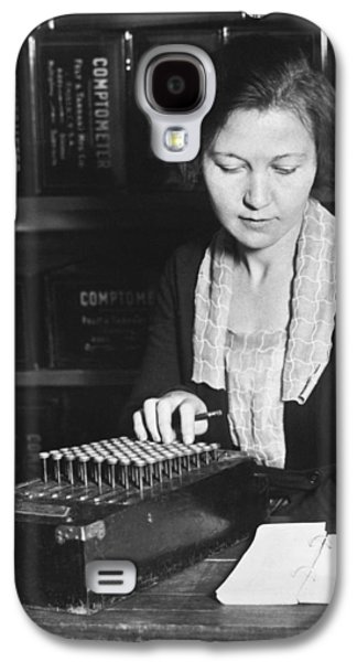 Woman Using A Comptometer Galaxy S4 Case by Underwood Archives