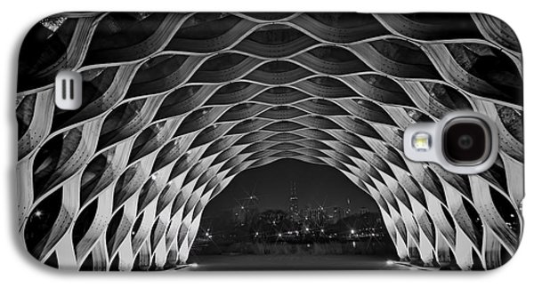 Wooden Archway With Chicago Skyline In Black And White Galaxy S4 Case