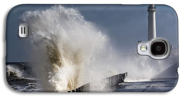 Waves Crashing By Lighthouse At Galaxy S4 Case