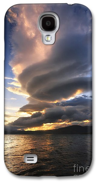A Massive Stacked Lenticular Cloud Galaxy S4 Case
