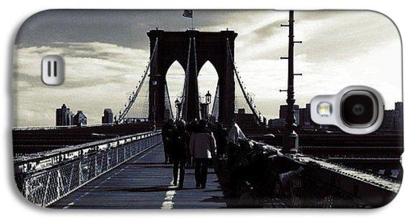 City Galaxy S4 Case - Afternoon On The Brooklyn Bridge by Luke Kingma