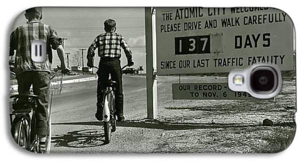 Atomic City Tennessee In The Fifties Galaxy S4 Case by Tom Hollyman and Photo Researchers