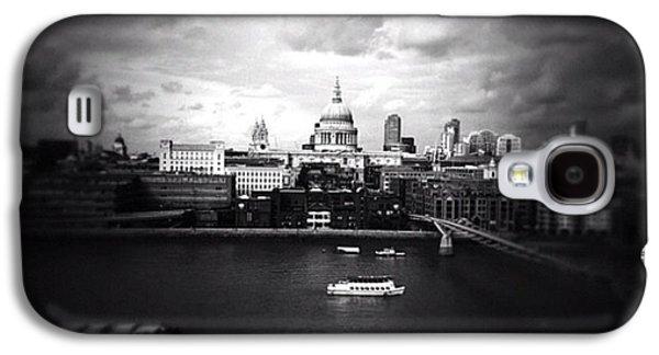 Back In London Galaxy S4 Case by Ritchie Garrod