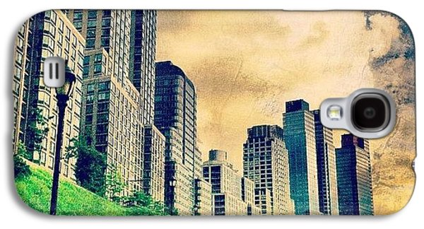 City Galaxy S4 Case - Back To The City.  by Luke Kingma