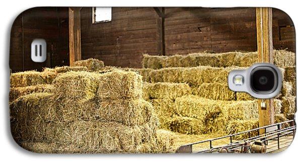 Barn With Hay Bales Galaxy S4 Case by Elena Elisseeva