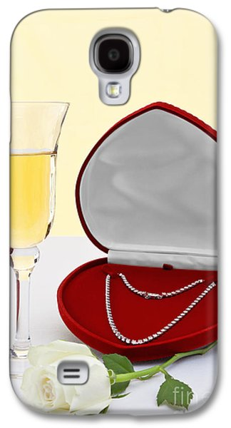 Diamond Necklace With Champagne And White Rose. Galaxy S4 Case by Richard Thomas