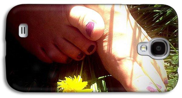 Feet In Grass - Summer Meadow Galaxy S4 Case