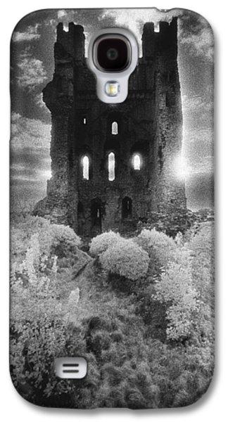 Dungeon Galaxy S4 Case - Helmsley Castle by Simon Marsden