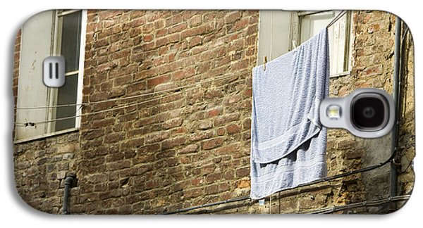 Laundry Hanging From Line, Tuscany, Italy Galaxy S4 Case by Paul Edmondson