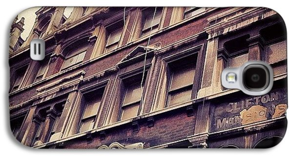 London Galaxy S4 Case - Look Up by Samuel Gunnell