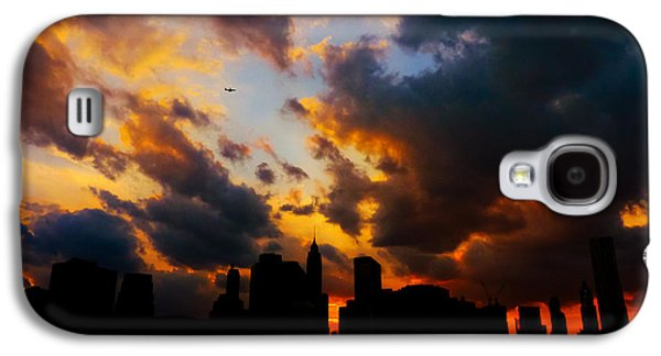 City Sunset Galaxy S4 Case - New York City Skyline At Sunset Under Clouds by Vivienne Gucwa
